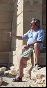 Glonngauer-beim-Rutengehen-am-Apollo-Heiligtum